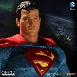 One:12 Collective<BR>Superman (Classic Version)<BR>(1:12 Scale)<BR>PRE-ORDER: ETA Q2 2017