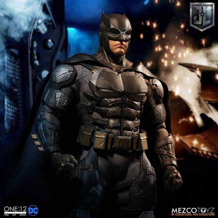 In Hand! Mezco Toyz 1//12 One 12 Collective DC Justice League Tactical Batman